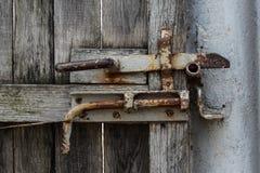 Botão velho da porta do metal imagem de stock