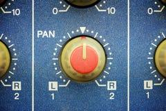 botão vermelho esquerda para a direita da bandeja imagens de stock