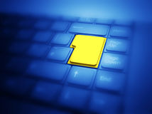 Botón amarillo grande destacado en el teclado imagen de archivo