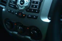 Botón de fijación central en el panel de control  Fotos de archivo