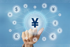 Botón de la moneda de los yenes japoneses de la prensa de la mano del negocio Fotos de archivo