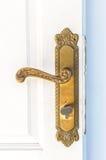 Botón de puerta de cobre amarillo fotografía de archivo