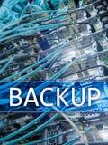 Botón de reserva en fondo moderno del sitio del servidor Prevención de la pérdida de datos Recuperación de sistema foto de archivo