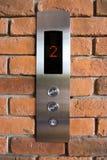 Botón del elevador arriba y abajo de la dirección Fotos de archivo