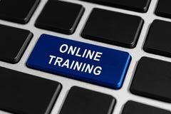 Botón del entrenamiento en línea en el teclado Fotos de archivo
