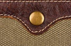 Botón del remache en el cuero y la tela fotos de archivo
