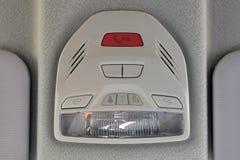 Bot?n el SOS en el panel del coche Interior de lujo del coche imagenes de archivo