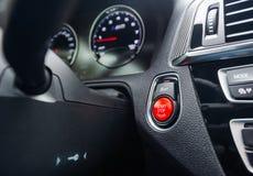 Botón por marcha-parada en un coche fotografía de archivo libre de regalías