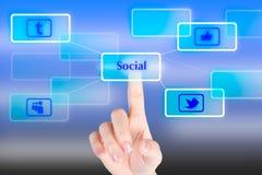 Botón social del presionado a mano con el fondo de la tecnología Imagenes de archivo