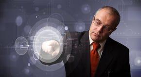 Botões circulares alta-tecnologias abstratos tocantes do homem de negócios Fotografia de Stock Royalty Free