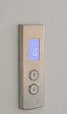 Botões do elevador para cima e para baixo o sentido com indicação digital Fotografia de Stock
