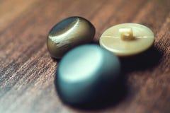 Botões do vintage no fundo de madeira Imagem de Stock Royalty Free