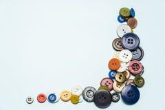 botões e bobinas multi-coloridos com linhas Foto de Stock Royalty Free
