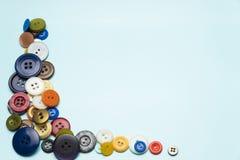 botões e bobinas multi-coloridos com linhas Fotografia de Stock Royalty Free