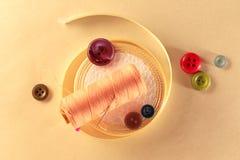 Botões e rolo coloridos da fita Imagens de Stock Royalty Free