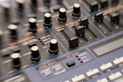 Botões no sintetizador Fotografia de Stock Royalty Free