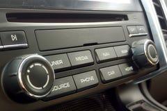 Botões para controlar as funções do conforto do sistema e do carro de multimédios tais como a navegação ou a informação do carro imagens de stock royalty free