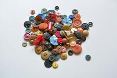 Botões plásticos velhos do vintage no fundo branco Fotografia de Stock