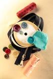 Botões, zíper e rolo coloridos da fita Imagem de Stock