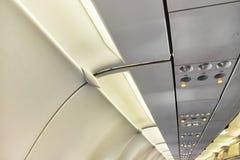 Bot?n de la llamada de asistente de vuelo Aire acondicionado en el avi?n foto de archivo libre de regalías