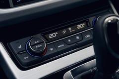Bot?o do condicionamento de ar dentro de um carro Unidade de controle do clima no carro novo imagem de stock royalty free