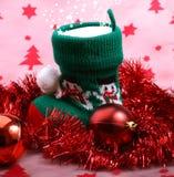 Bota de la Navidad con los regalos. Imágenes de archivo libres de regalías