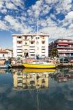 Bota en el canal de Caorle, Italia fotos de archivo libres de regalías