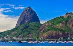 Botafogo en berg Sugar Loaf en Urca in Rio de Janeiro Royalty-vrije Stock Afbeelding