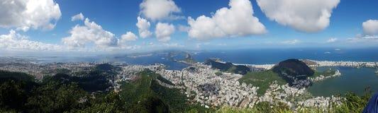 Botafogo strand, Lagoa, bergiga landforms, himmel, berg, bergskedja royaltyfri fotografi