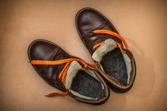 Botas calientes del viejo invierno foto de archivo