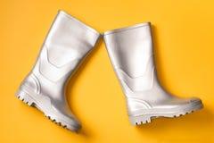 Botas de chuva de marcha à moda na laranja Imagens de Stock Royalty Free