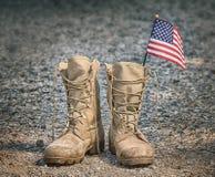 Botas de combate militares com a bandeira americana fotos de stock royalty free