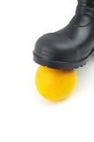 Botas de goma negras con la naranja Foto de archivo libre de regalías