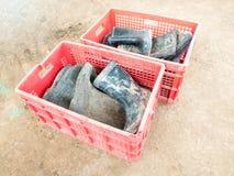 Botas de goma negras usadas Imágenes de archivo libres de regalías