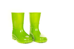 Botas de lluvia brillantes verdes del niño Fotos de archivo