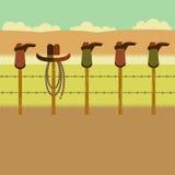 Botas de vaqueiro no cargo da cerca Imagens de Stock Royalty Free