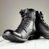 Botas del ` s de los hombres de la moda todavía de los zapatos vida militar Imagen de archivo
