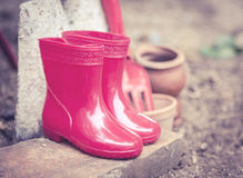 Botas do bebê da cor vermelha Foto de Stock Royalty Free