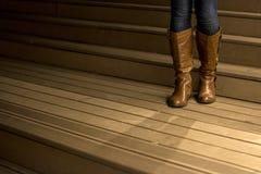 Botas do joelho do couro do ` s da mulher Imagens de Stock Royalty Free