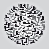 Botas e sapatas pretas e cinzentas no círculo Fotografia de Stock