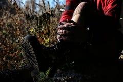 Botas en las piernas del ` s de la mujer foto de archivo libre de regalías