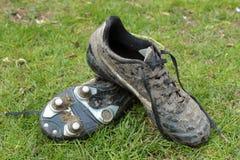 Botas enlameadas do futebol Imagem de Stock Royalty Free