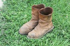 Botas marrons velhas do trabalho Foto de Stock Royalty Free