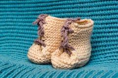Botas para el niño recién nacido Fotografía de archivo