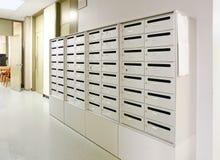 Boîte aux lettres dans le vestibule Images libres de droits
