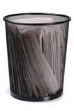 Bote de basura. Aislado Imagen de archivo