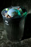 Bote de basura con tierra adentro Imágenes de archivo libres de regalías