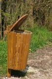 Bote de basura de madera Imagen de archivo