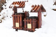 Bote de basura de madera Fotos de archivo libres de regalías