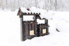 Bote de basura de madera Fotos de archivo